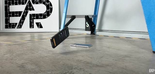 -drop-test-galaxy-s21-ultra-vs-iphone-12-pro-max